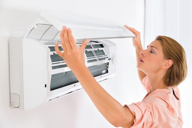 Como limpar ar condicionado em casa