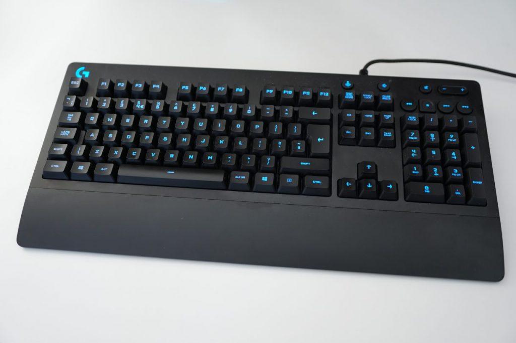 Melhor teclado gamer Logitech G213